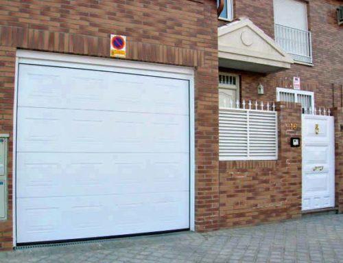Puerta seccional automatica en Rivas